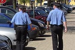 Ostrovští strážníci při kontrole aut