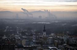 Pohled z věže Nové radnice na Ostravu, ArcelorMittal a Beskydy s Lysou horou