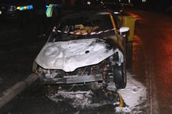 Válka taxikářů na východě Čech: Levnější konkurenci už shořela tři auta