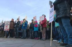 Na 300 lidí protestovalo v Plzni proti dalším halám a skladům, bojí se nárůstu kriminality