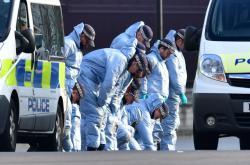 Policisté vyšetřují na místě tragédie