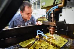 Výroba ve strojírenské firmě ČZ