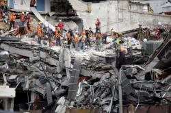 V mexickém hlavním městě pokračují záchranářské práce