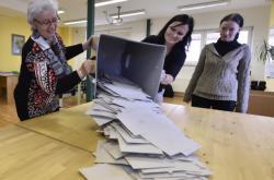 Volební komise sčítá hlasy