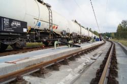 V bavorském Kraillingu plnili vlak českou naftou