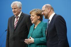 Seehofer, Merkelová a Schulz potvrdili uzavření koaliční dohody