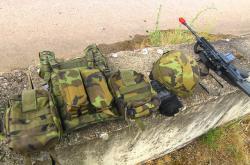 Část výstroje a výzbroje českých vojáků