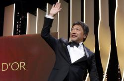 Režisér Hirokazu Kore-eda poté, co získal cenu Palme d'Or za svůj film