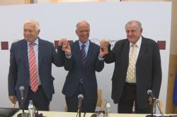Expremiéři Klaus a Mečiar po debatě na Diplomatické akademii ve Vídni