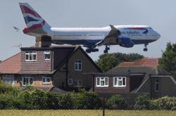 Letadlo přistává na Heathrow