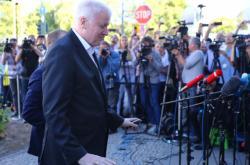 Horst Seehofer při příchodu na jednání špiček CDU a CSU