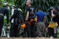 Mezinárodní tým potápěčů se v Thajsku chystá do jeskyně Tcham Luang