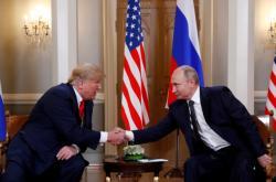 Trump a Putin na začátku summitu v Helsinkách