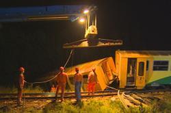 Vyprošťování vykolejeného vlaku ve Smrkovicích na Písecku