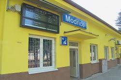 Opravená nádražní budova v Modřicích