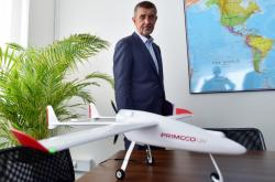 Premiér Andrej Babiš ve firmě vyvíjející bezpilotní letouny