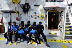 Migranti na lodi Aquarius
