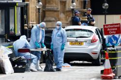 Vyšetřovatelé na místě útoku u britského parlamentu