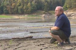 Jiří Horský na vodní nádrži Pařížov slouží jako hrázný 25 let, za posledních deset let takové sucho nezažil