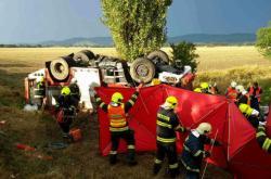 Při nehodě cisterny a osobního auta na Šumpersku zahynul hasič