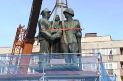 Odstraňování památníku Rudé armády ve Varšavě