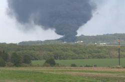 Kouř z požáru byl viditelný desítky kilometrů daleko