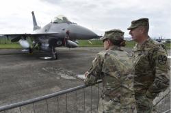 Stíhačka F-16 Fighting Falcon.