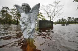 Zatopený hřbitov ve městě Leland v Severní Karolíně