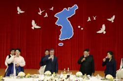 Jihokorejský prezident Moon Jae-in a severokorejský vůdce Kim Čong Un