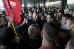 Komunista Andrej Iščenko mezi příznivci demonstrujícími proti falšování voleb
