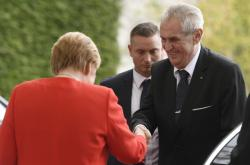 Angela Merkelová přijala Miloše Zemana v kancléřství