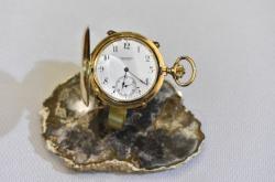 Baťovy kapesní hodinky jsou celé ze zlata