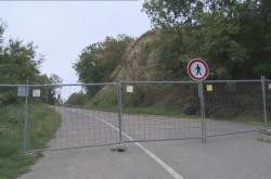 Silnice mezi Pavlovem a Dolními Věstonicemi stále čeká na opravu
