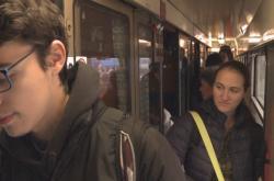 Slevy vedly k nacpaným vlakům