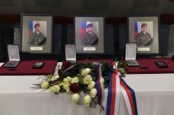 Americký velvyslanec v Praze Stephen King ocenil in memoriam tři české vojáky, kteří letos v srpnu padli při útoku sebevražedného atentátníka