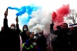 Protesty řidičů sanitek v Paříži