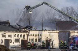 Vyhořelá stodola na farmě Apolenka
