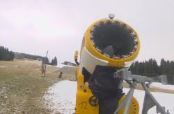 Sněhová děla na sjezdovkách spotřebují až 300 litrů vody za minutu