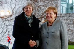Theresa Mayová s Angelou Merkelovou v Berlíně