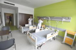 V novém interním oddělení zatím pobývá jen zdravotnický personál