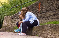 Sezení mimo lavičky bude v Mostě znovu povolené