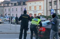 Policie zasahuje na příbramském náměstí T. G. Masaryka