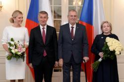 Prezident Miloš Zeman s chotí Ivanou (vpravo) a premiér Andrej Babiš s manželkou Monikou na zámku v Lánech