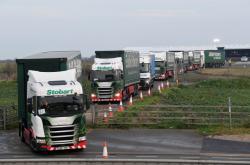 87 nákladních aut testuje, jak by tvrdý brexit zasáhl dopravu v Británii