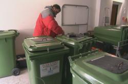 Firma rozváží po Uherském Hradišti  popelnice na olej a tuk