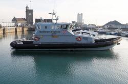 Loď britské pohraniční kontroly v Doveru