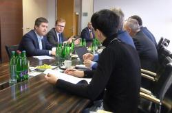 Strany jednaly o zrychleném projednání zákona o právech Britů v Česku po brexitu bez dohody