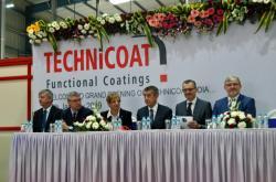 Česká delegace při otevírání továrny Technicoat v Indii