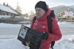 Výprava z Ostravice s novou pamětní deskou Jana Palacha