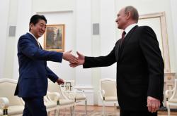 Šinzó Abe a Vladimir Putin znovu jednají o mírové smlouvě